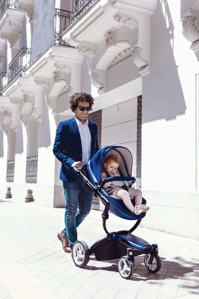 Mima_Xari_Lifestyle_Royal_Blue_Black_Chassis_Dad_Walking_With_Pushchair_White_Background.jpg