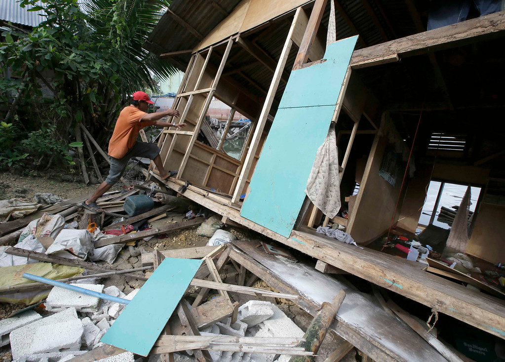 . A resident prepares to retrieve his  belongings from his half-submerged home which was damaged in Tuesday\'s 7.2-magnitude earthquake in Cortes township, Bohol province in central Philippines Wednesday, Oct. 16, 2013.   (AP Photo/Bullit Marquez)