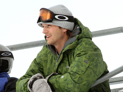 EXC: Ashton Kutcher Snowboarding With Danny Masterson