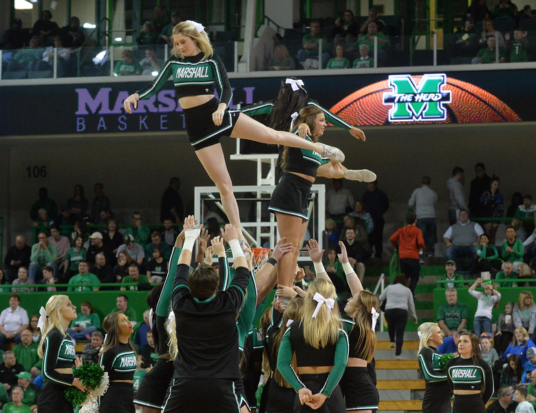 cheerleaders3817.jpg