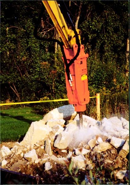 NPK E203 hydraulic hammer on Cat mini excavator at NPKCE (9).JPG