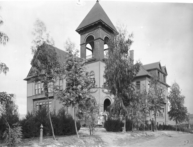 Exterior view of the Garvanza School in Garvanza (later Highland Park), Los Angeles, 1910