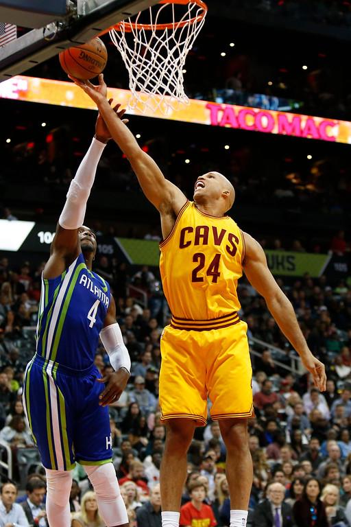 . Cleveland Cavaliers forward Richard Jefferson (24) shoots against the Atlanta Hawks in the second half of an NBA basketball game, Friday, March 3, 2017, in Atlanta. The Cavaliers won 135-130. (AP Photo/Brett Davis)