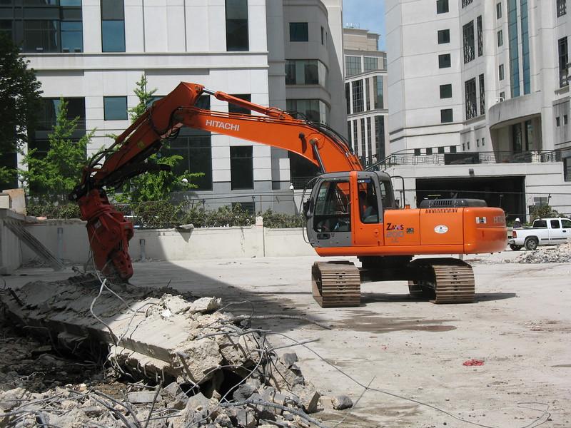 NPK U21JR concrete pulverizer on Hitachi excavator-commercial demolition (29).JPG