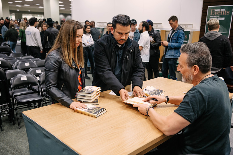 2019_2_28_TWOTW_BookSigning_SP_416.jpg