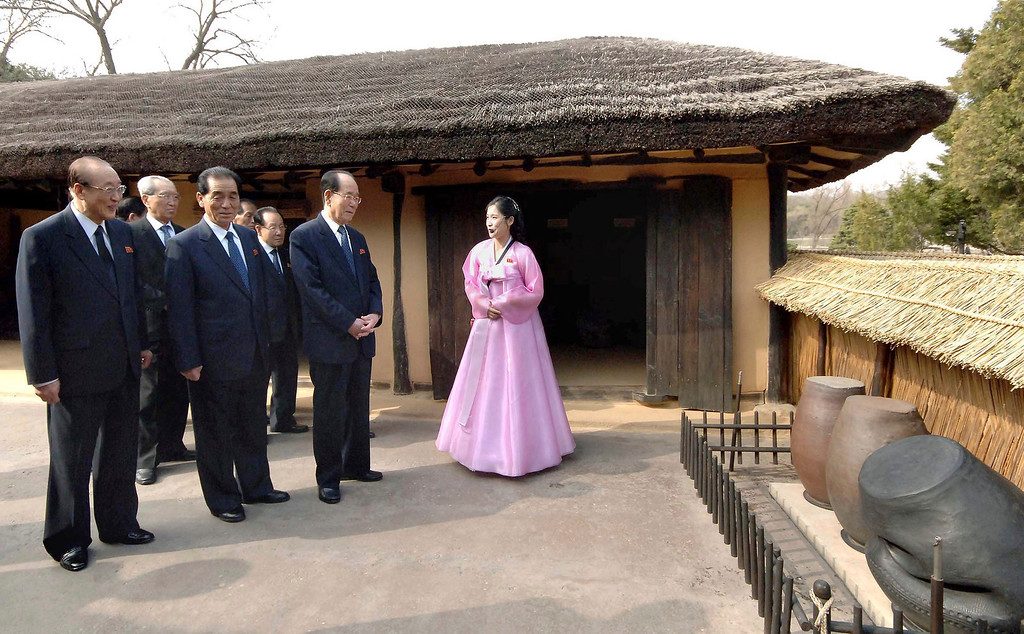 . North Korean party officials visit Mankyongdae, the birthplace of North Korean founder Kim Il-sung, on the 101st anniversary of his birth, in Pyongyang in this photo distributed by North Korea\'s official Korean Central News Agency (KCNA) on April 15, 2013. North Korea celebrated the 101st anniversary of its founder\'s birth with flowers on Monday, although there was no sign of tension easing as South Korea warned that the North\'s survival could be in question without change and development. REUTERS/KCNA