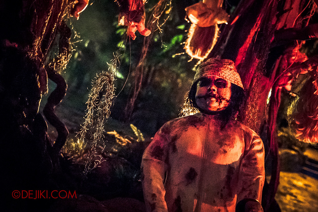 Halloween Horror Nights 6 - Suicide Forest scare zone / The tree