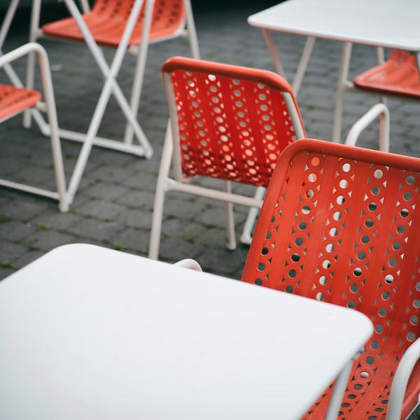 chaises plastic orange-B_05014-Modifier.jpg