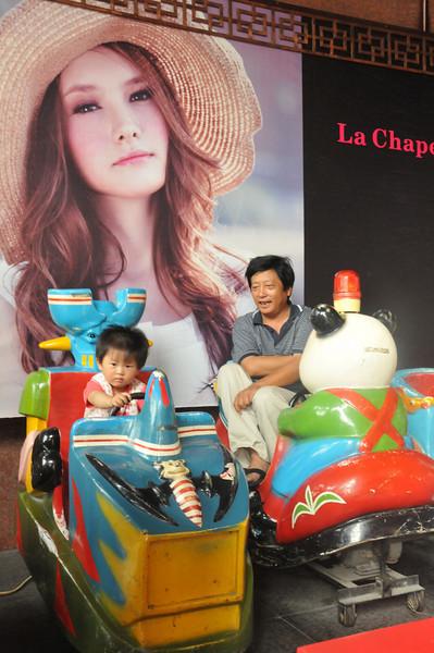 china-childridesatoybyisdadDSC_9257.jpg
