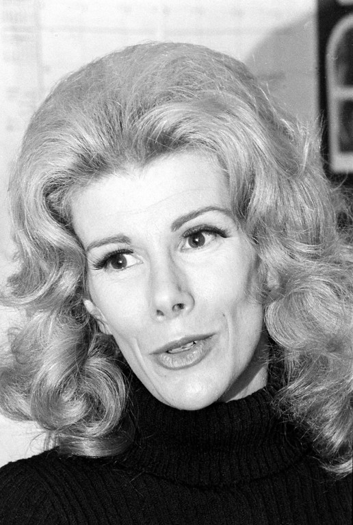 """. Comedienne Joan Rivers talks about her upcoming Broadway play, \""""Fun City,\"""" in New York City, Nov. 4, 1971.  Rivers will star in the play, which she co-wrote.  (AP Photo)"""