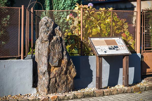 Menhir Kamenný slouha a jeho neznámý synek