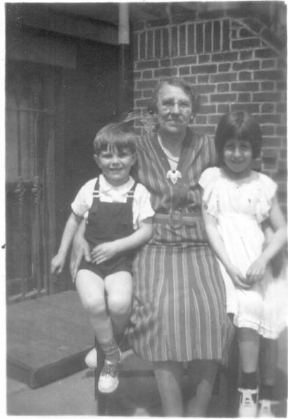 1939: Gerard Frost, Freda Pupke Hampton, Theresa Yarzab.