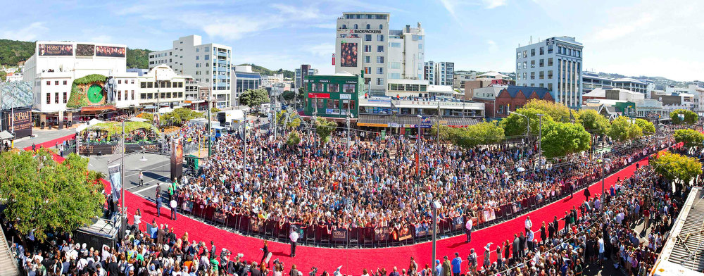 . A 500-metre-long (547 yards) red carpet, which runs along Courtenay Place to the Embassy Theatre (L) at the world premier of \'The Hobbit - An Unexpected Journey\', is seen in Wellington November 28, 2012. REUTERS/Positively Wellington Tourism/Handout