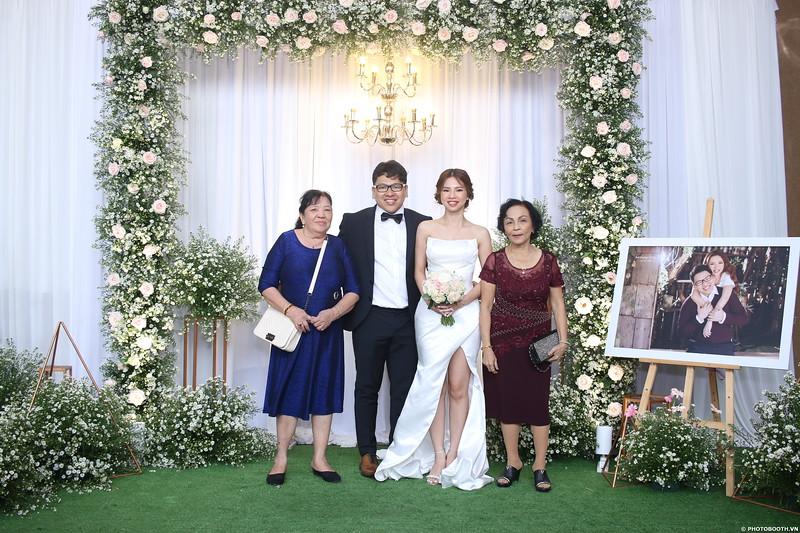 Vy-Cuong-wedding-instant-print-photo-booth-in-Bien-Hoa-Chup-hinh-lay-lien-Tiec-cuoi-tai-Bien-Hoa-WefieBox-Photobooth-Vietnam-088.jpg