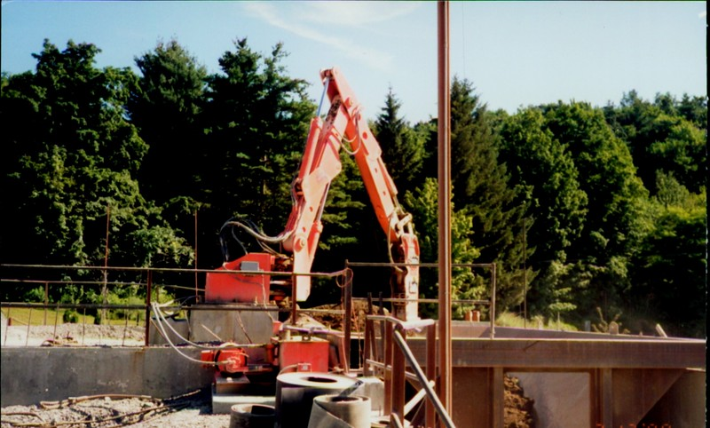 NPK B600 pedestal boom system with E series hydraulic hammer-secondary breaking (3).JPG