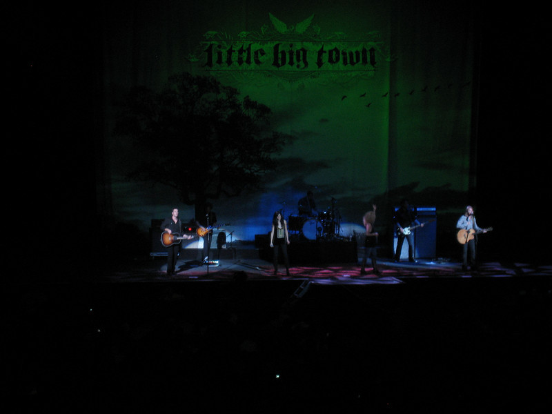 More Little Big Town, trying to get it in focus!