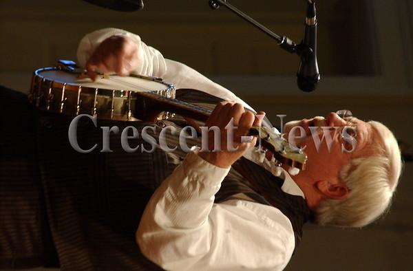 04-30-15 NEWS Steve Ball Entertains