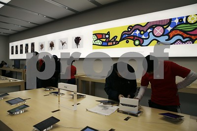 apple-turns-stores-into-galleries-for-ipad-iphone-artists