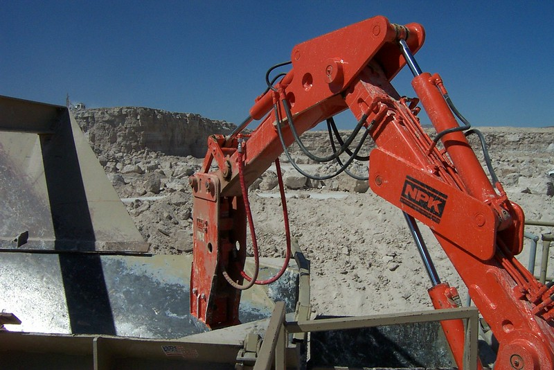 NPK B040 pedestal boom system with E series hydraulic hammer-rock breaking in quarry (8).jpg