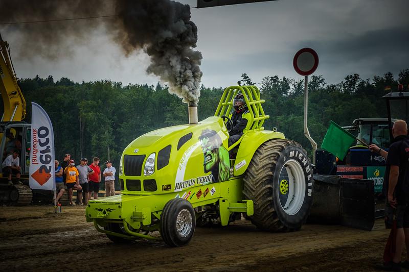 Tractor Pulling 2015 XE2-2616.jpg