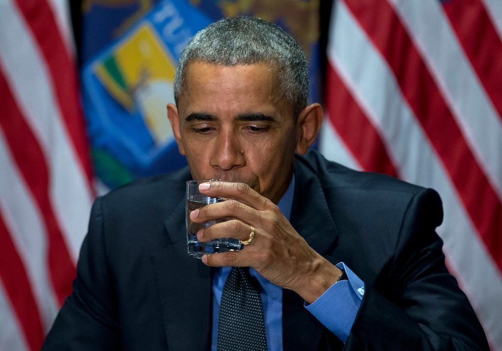 . President Barack Obama drinks filtered Flint water during a briefing on the response and recovery plans of the ongoing water crisis by the unified command group at the Food Bank of Eastern Michigan in Flint, Mich., Wednesday, May 4, 2016. (AP Photo/Carolyn Kaster)