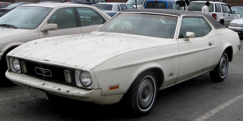 1973_Ford_Mustang_coupe.jpg