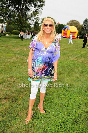 """Families Get Wild!"" fundraiser to benefit the Wildlife Center of the Hamptons at the home of Avis and Bruce Richards  in Southampton on August 21, 2010. photo by Rob Rich© 2010 robwayne1@aol.com 516-676-3939"