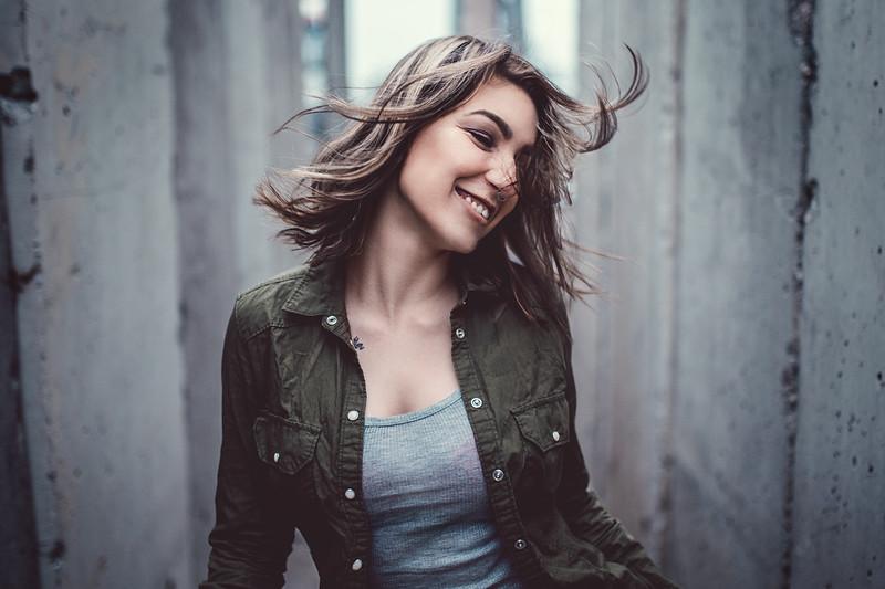 Daniel Rödel Frankfurt Dynamisch Shaking lachen Hair Sandra Corinna hashtagmodels einzelshooting solo natürliches licht_DSC_9130-1.jpg