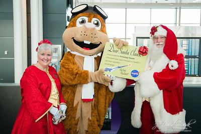 2017-12-20 - NASA's Orville and Santa Claus Visit's Dulles Funway