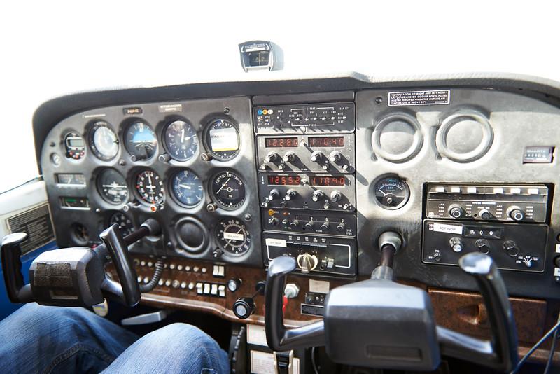 Cessna 172 - Cockpit.jpg