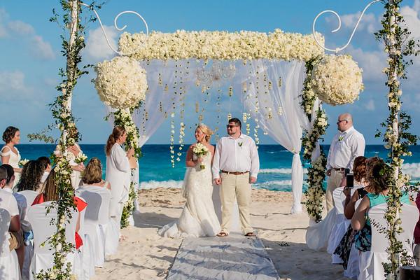 B223974C1_ASHLEY_&_JONATHAN_WEDDING_CANVAS_NEXT_DAY
