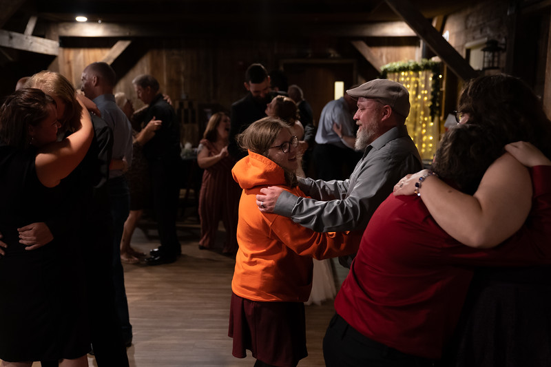 rustic_ohio__fall_barn_wedding-412.jpg