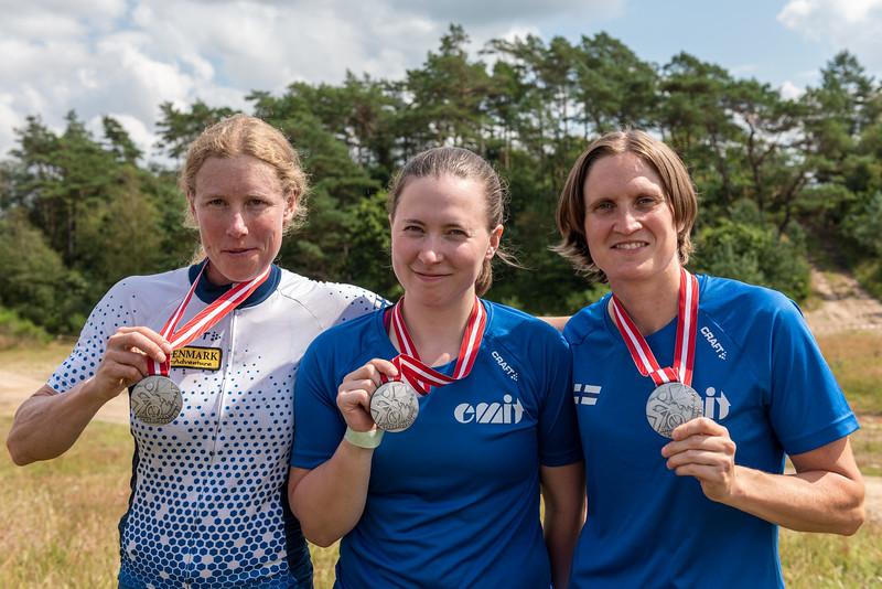 Naisten MM-hopeaa. Ingrid Stengård, Ruska Saarela, Marika Hara.