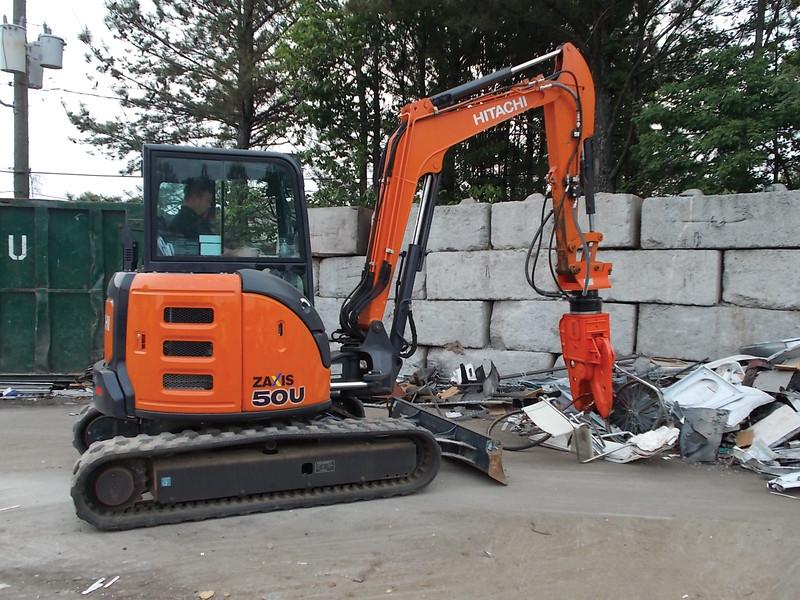 NPK K4JR demolition shear on Hitachi mini excavator-C&D recycling (4).jpg