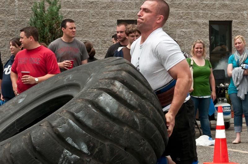 Fitness Revolution Strongman Challenge 2011_ERF4225.jpg