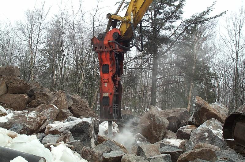 NPK GH12 hydraulic hammer on Deere 330CLC excavator (2).jpg