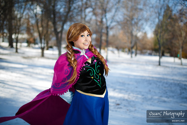 Anna (LauraC) and Elsa (Hime) from Frozen