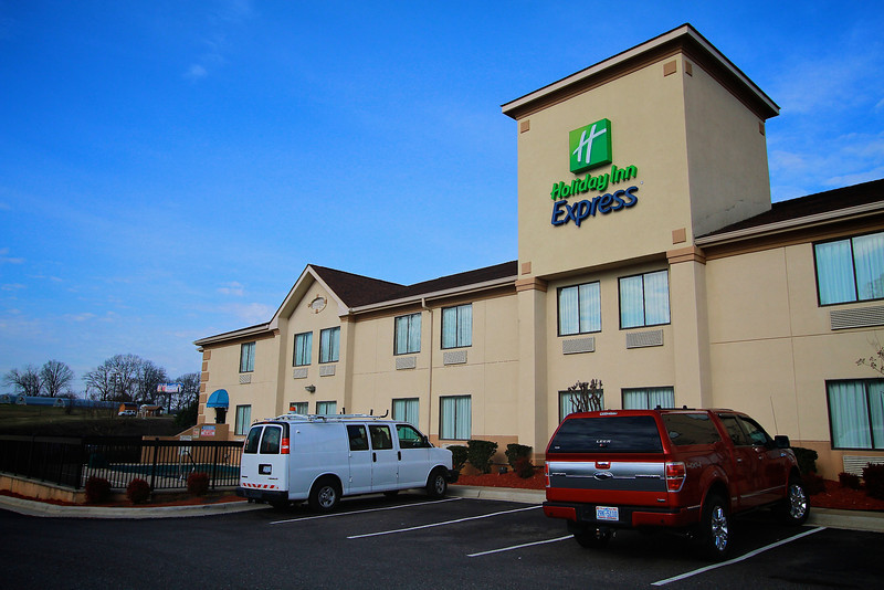 Photos of notable places in Boiling Springs and Shelby near Gardner-Webb University.  Holidy Inn Express