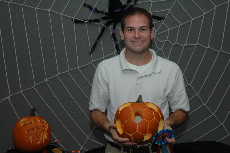 10/26/2007 - Jon Deutsch and his prize winning punkin carving.