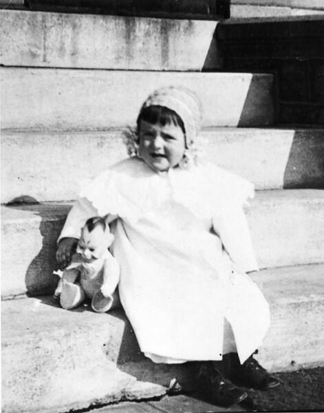 Harriet Catlin - 1910.jpg