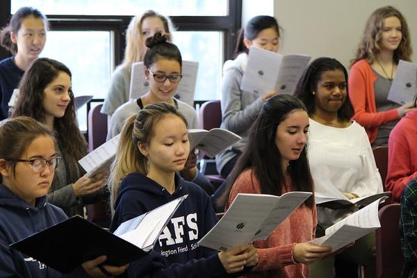 US Chorus Rehearses With WCU conductor