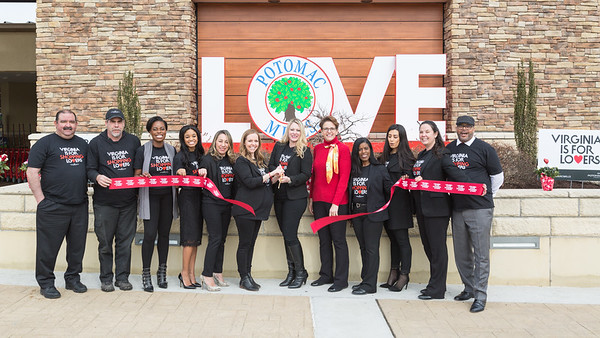 Potomac Mills Love sign ribbon cutting