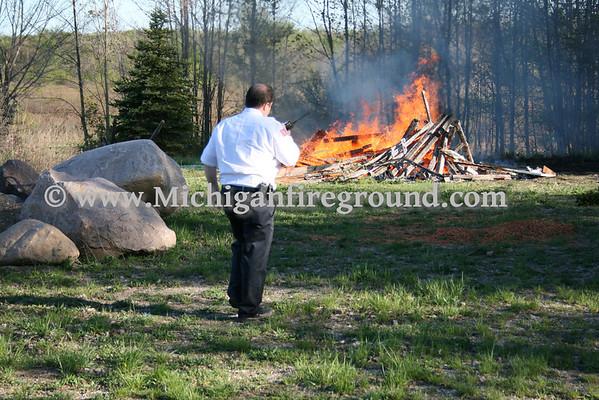 4/27/10 - Mason grass fire, 1374 S. College Rd