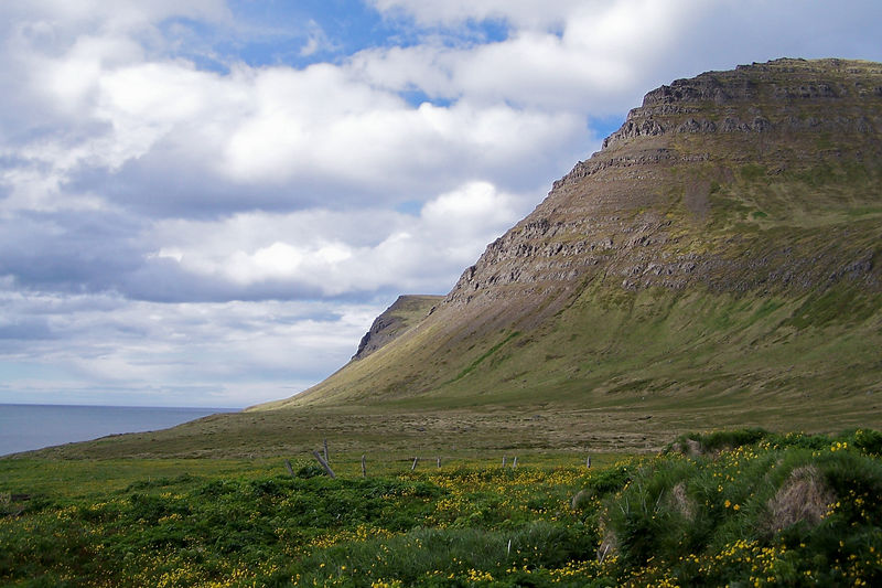 Miðfell og Hornklettur
