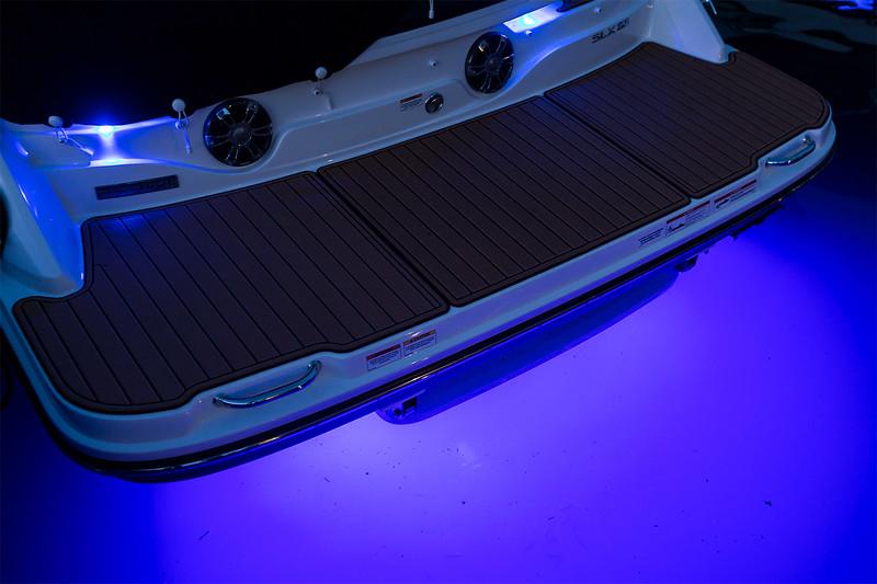 2020-SLX-250-Europe-underwater-lights.jpg