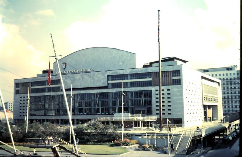 1959-10-8 (3) Fesival Hall, Waterloo, London, England.JPG
