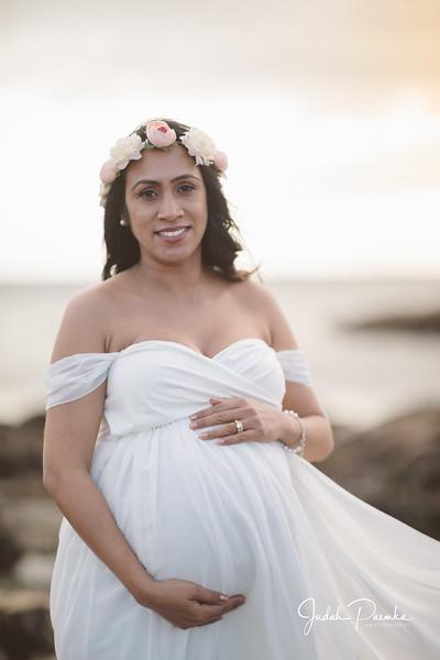 Kiran's Maternity Shoot - Cattle Point, Victoria BC. -12.jpg