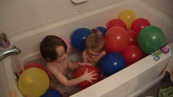 2015-11-02 - Balloon Bath