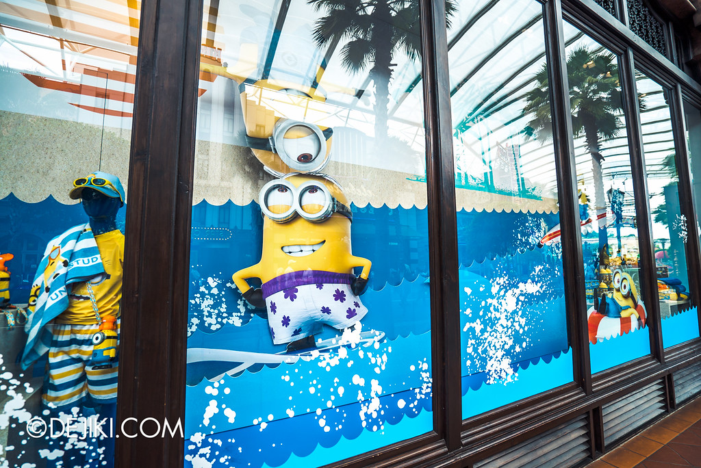 Universal Studios Singapore - Park Update May 2016 / Universal Store Window Minion