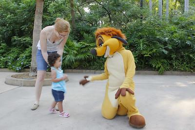 2011_6_Bella & Disney Characters